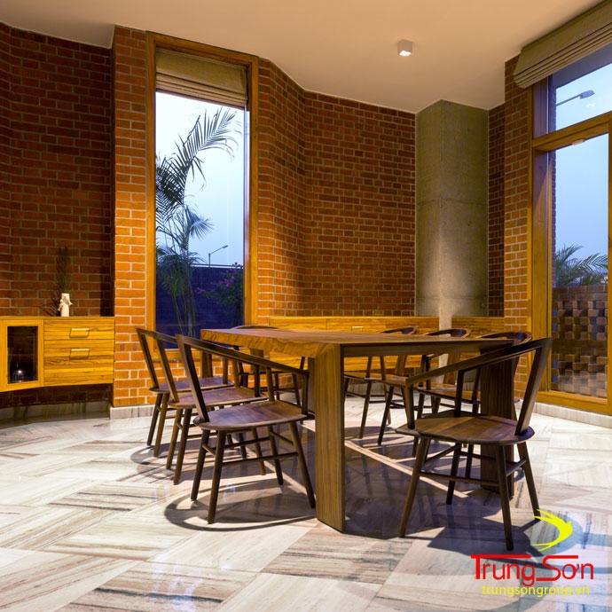 Điẻnm nhấn phòng khách bằng gạch cổ ốp trang trí