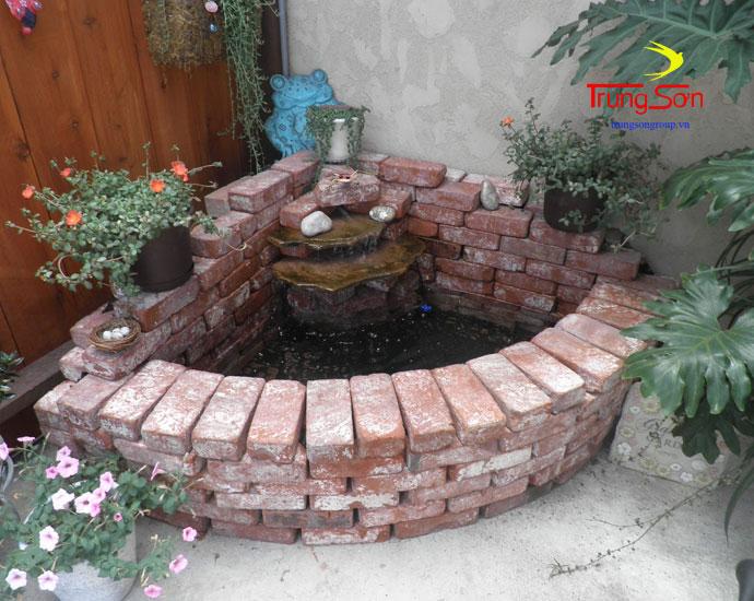 xây thác nước bằng gạch cổ