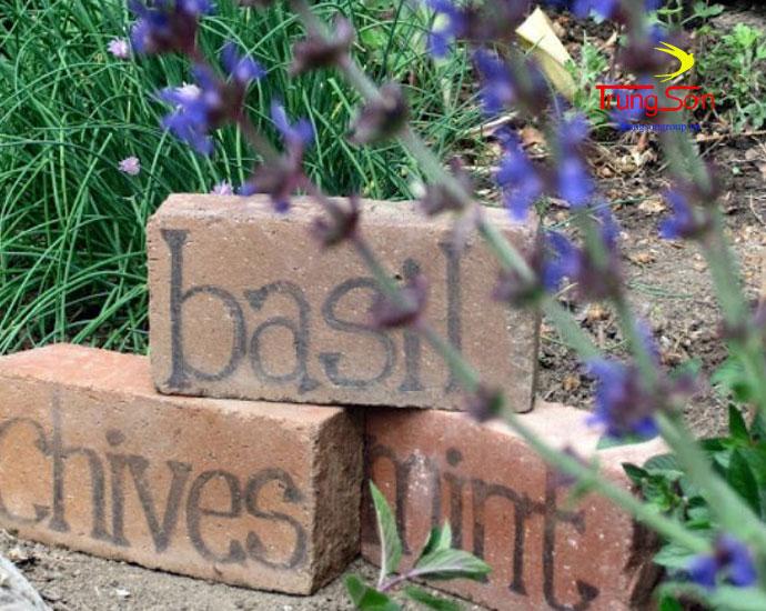 gạch cổ dùng viết chữ trang trí vườn